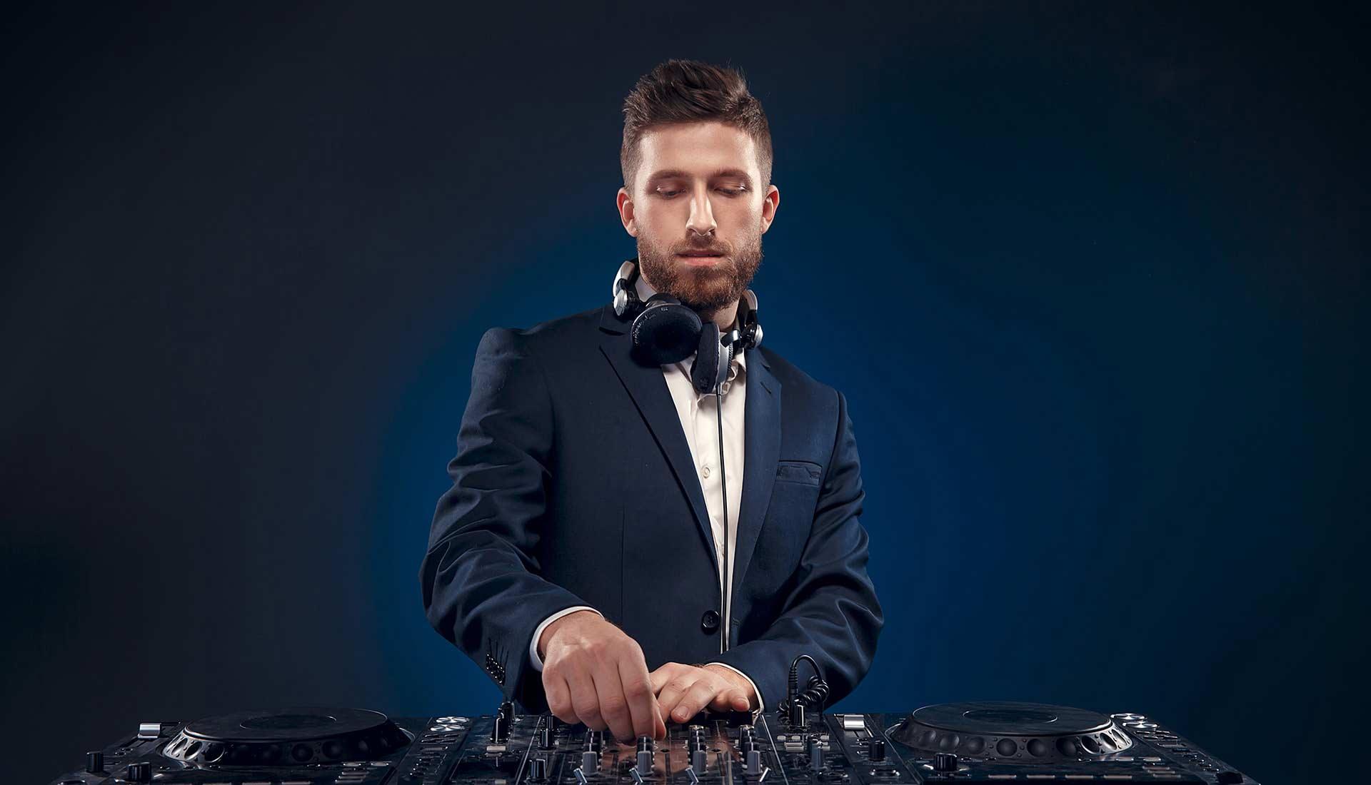 The-wedding-DJs-home